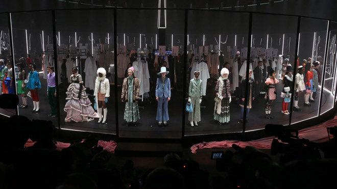 Gucci honra en Milán el 'ritual' creativo de la moda con su apuesta...