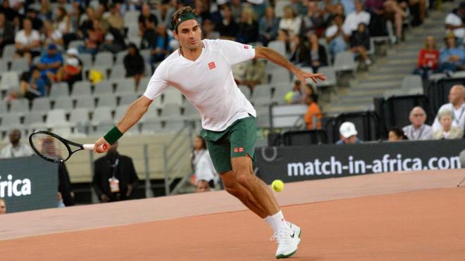 Roger Federer durante un reciente partido de exhibición ante Nadal en...