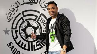 Marco Fabián (30) posa para MARCA en el club Al Sadd de Qatar.