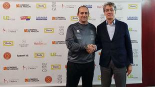 El técnico Nolasco con el presidente del Huesca Pachi Giné /