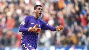 Sergio Herrera celebra un gol en un partido de Osasuna.