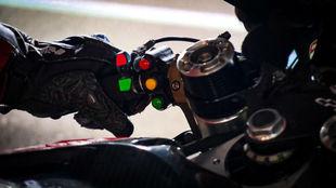 Los botones del manillar de la Ducati. A la derecha, el...