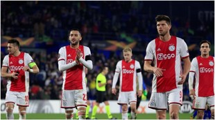 Los jugadores del Ajax se despiden del Coliseum.