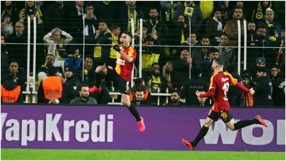 Gol al Fenerbahçe, victoria y coliderato para el Galatasaray — Triplete de Falcao