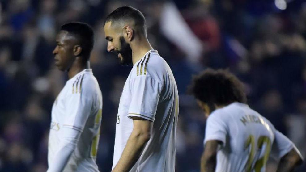 Benzema y Vinícius, tras la derrota en Levante.