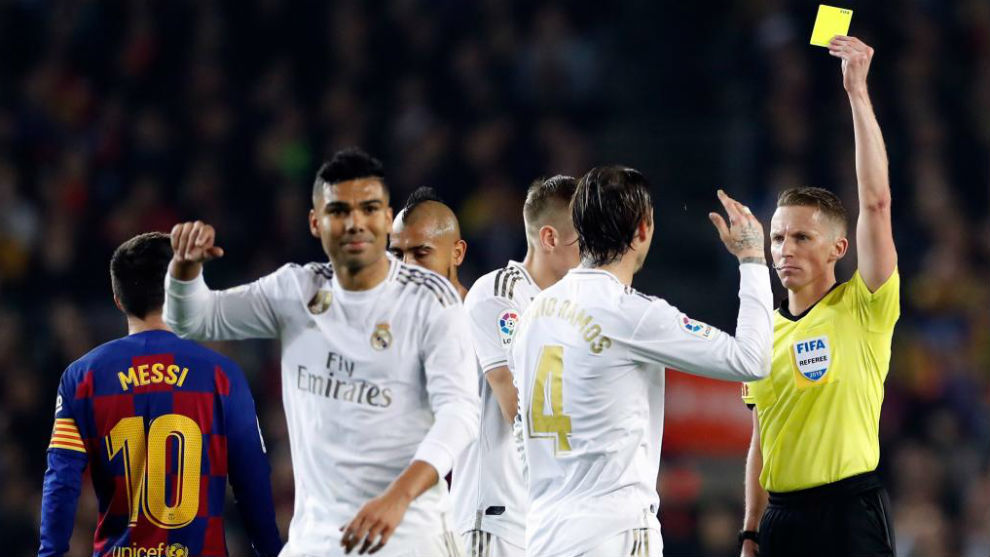 Hernandez Hernandez shows Ramos a yellow in the December 2019 Clasico.