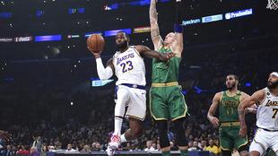 LeBron James destacó en el triunfo de los Lakers.