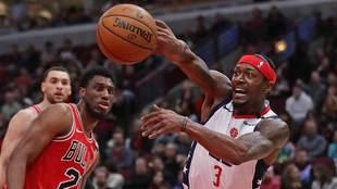Bradley Beal busca a un compañero ante los Bulls