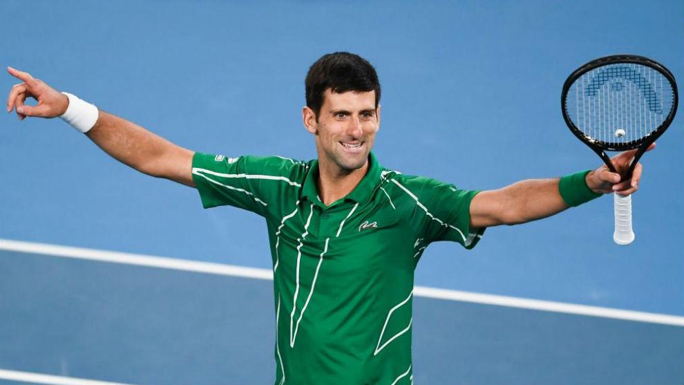 Djokovic levanta los brazos tras ganar un partido