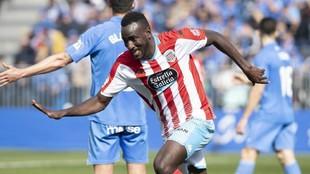 El Hacen celebra uno de sus goles con el Lugo