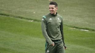 Zou Feddal, en un entrenamiento del Betis.