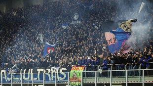 Afición de la Atalanta en el partido de ida.