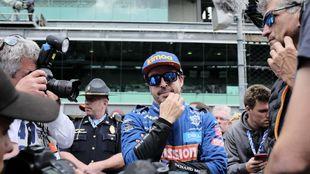 Fernando Alonso, en la parrilla de la Indycar.