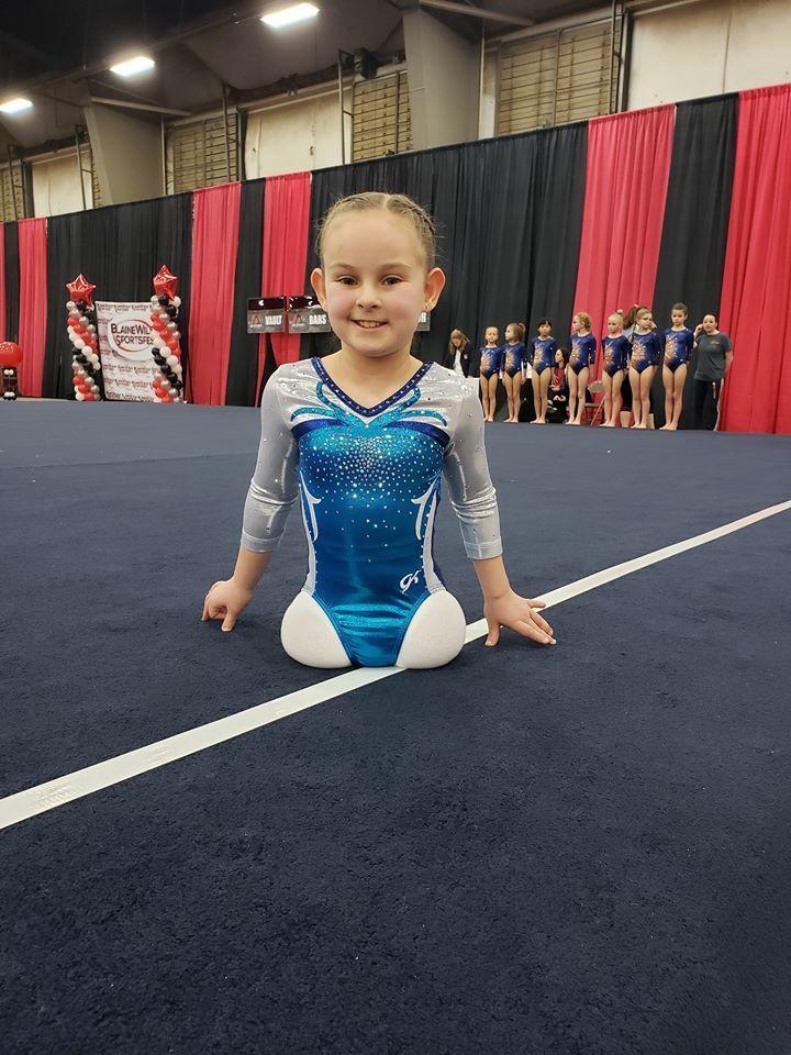 Paige Calendine, gimnasta de ocho años que nació sin piernas y que...