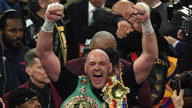 Tyson Fury, tras ganar a Deontay Wilder el cinturón WBC de pesos...