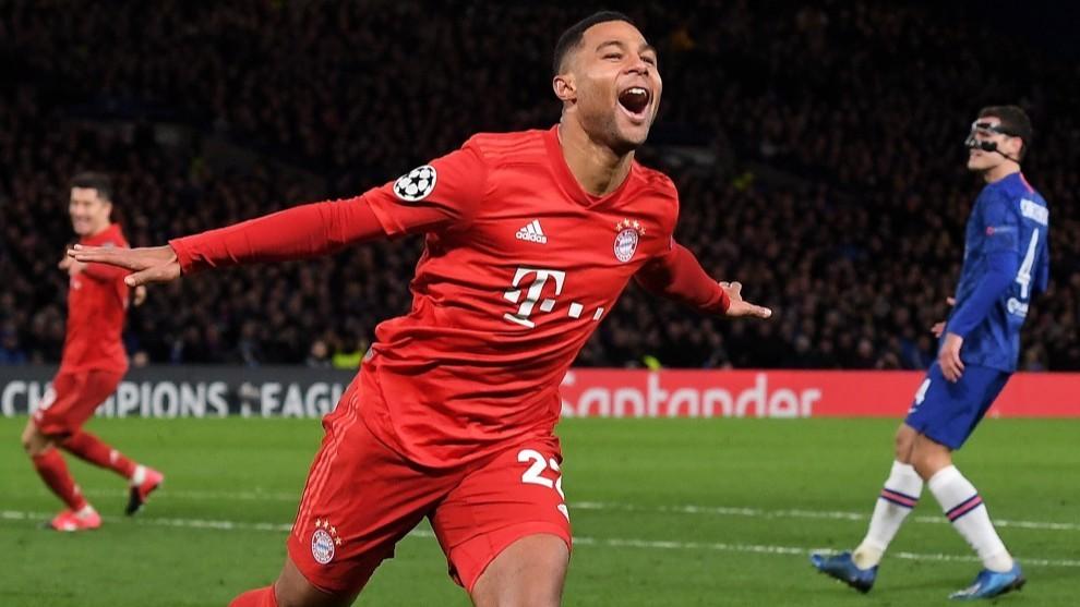 Gnabry celebra uno de sus dos goles al Bayern