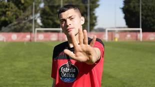 Yanis Rahmani hace el gesto de 'Stop al racismo' en Lugo