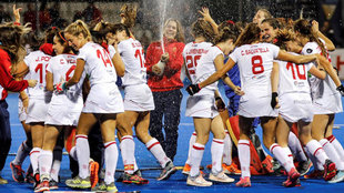 Las 'Redsticks', celebrando su clasificación para los...