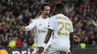 Real Madrid - Manchester City: Isco, celebrando el gol con Vinicius.