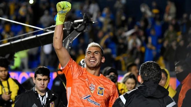 Nahuel Guzmán en festejo tras el pase de los Tigres.