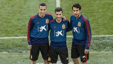 Rodrigo, Gayá y Parejo antes de un entrenamiento con España.