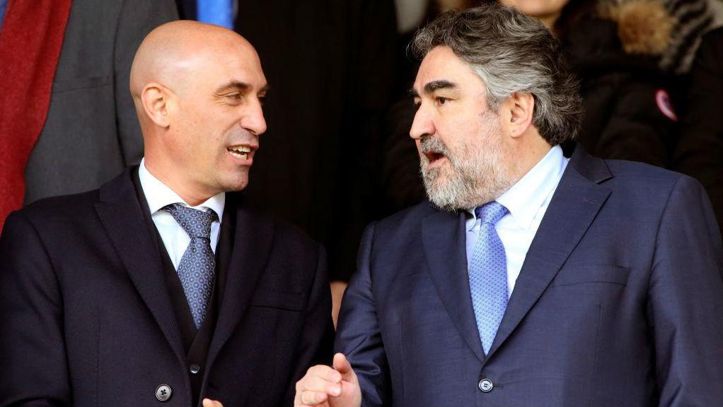 El presidente de la RFEF, Luis Rubiales, con el ministro de Cultura y...