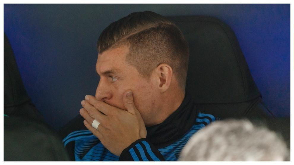 Kroos, en el banquillo durante el partido de la Champions.