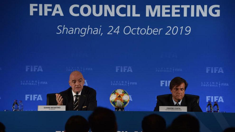 La FIFA prohíbe jugar partidos de Liga fuera del país | Marca.com