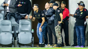 Jaime Camil apoyando al LAFC.