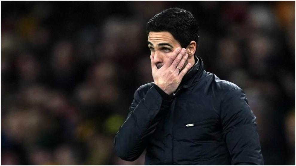 Arteta, con gesto desencajado, durante el partido contra Olympiacos.