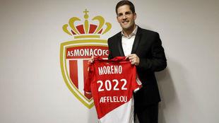 Robert Moreno posa con la camiseta del Mónaco.