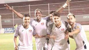 Los jugadores de Reynosa festejan el triunfo.