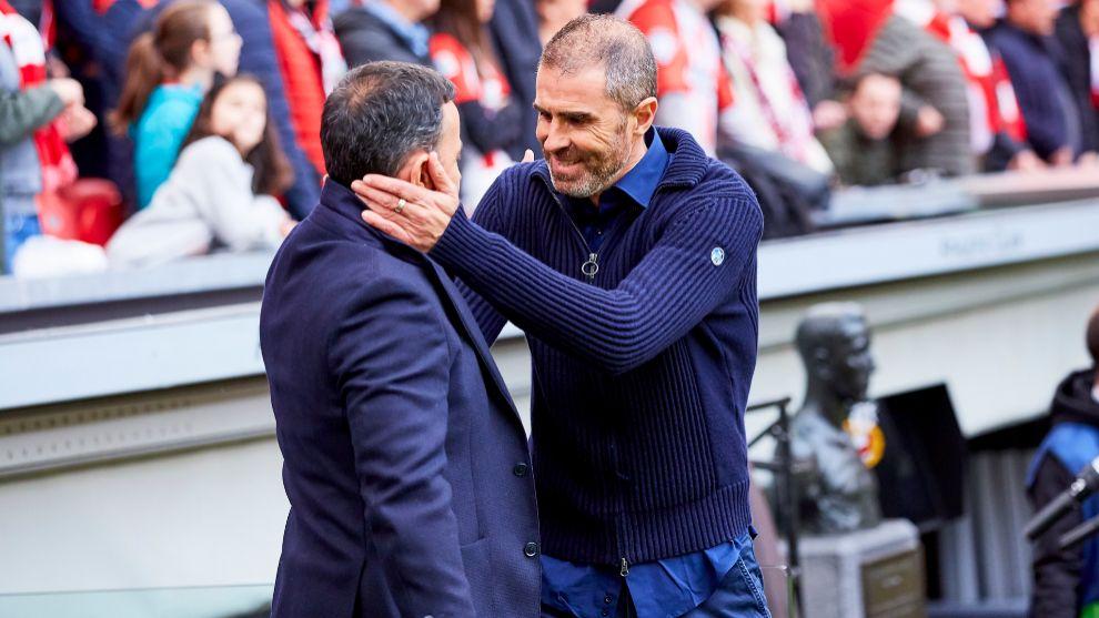 Garitano saluda con cariño a Calleja antes del inicio del partido
