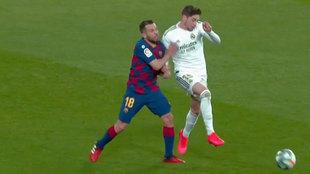 Real Madrid vs Barcelona: la polémica entrada de Jordi Alba en el...