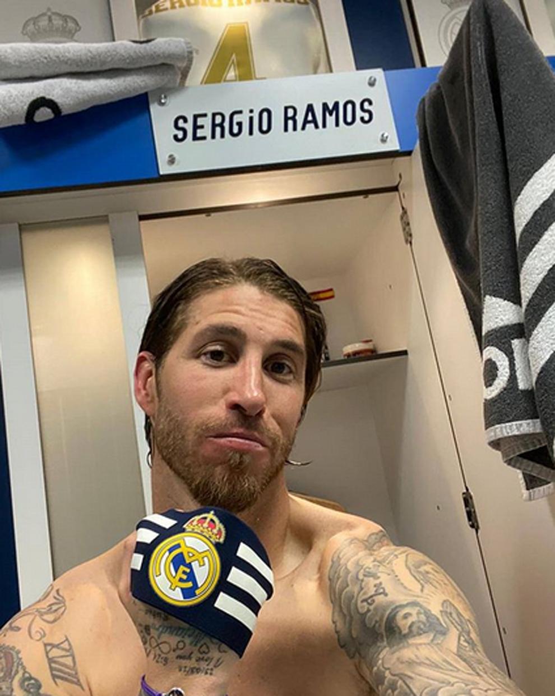 La celebración de Sergio Ramos en el vestuario tras el triunfo 2-0...
