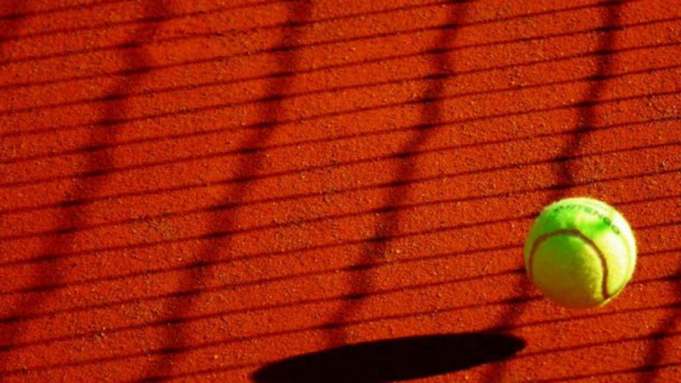 La imagen de una pelota de tenis