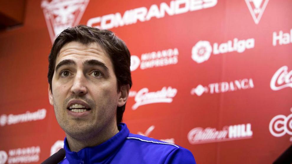 Andoni Iraola, entrenador del Mirandés, en rueda de prensa.