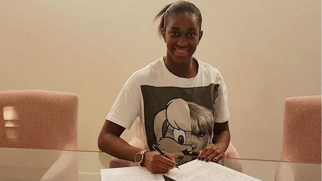 'Shandy' Barbosa firma su contrato con el CSM Bucharest /