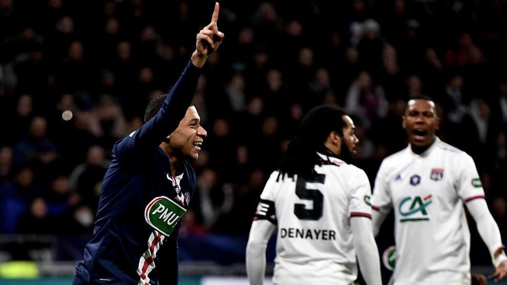 Mbappé celebra su primer gol.