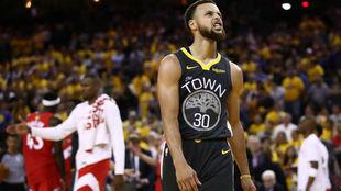 Stephen Curry jugando contra los Raptors en las Finales de la NBA en...
