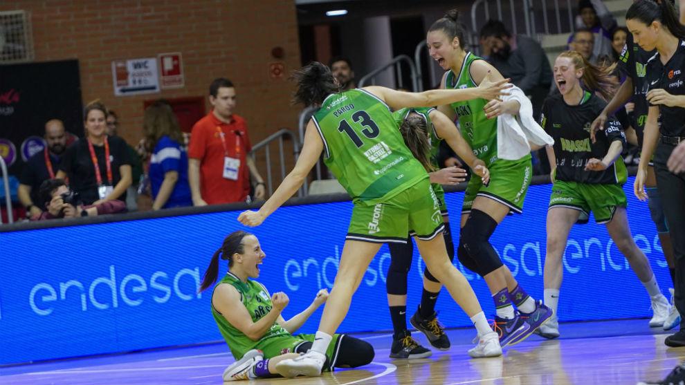 Las jugadoras del RPK Araski celebran el triunfo sobre el Lointek...