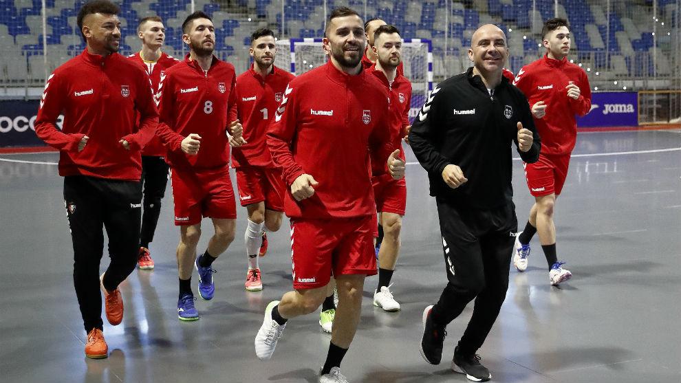 Los jugadores de Osasuna Magna durante el entrenamiento en Málaga.