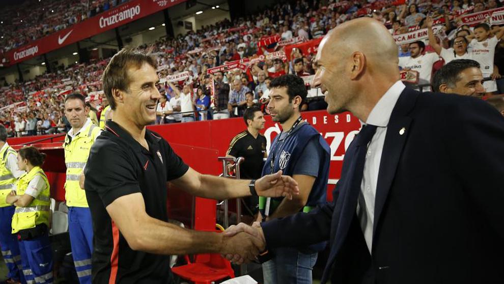 Lopetegui y Zidane se saludan antes del Sevilla-Real Madrid de la...
