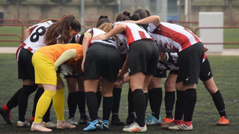 Las jugadoras de SD Logroñés hacen piña antes de un partido.
