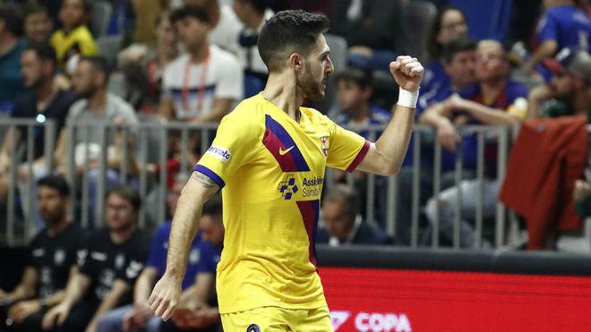 Adolfo celebra el primer gol del Barça