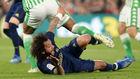 Marcelo cae al suelo en el partido ante el Betis.