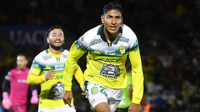 Así festejó León su primer gol en el profesionalismo.