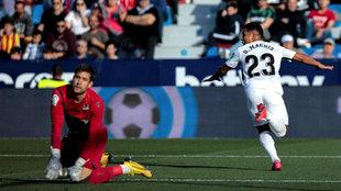 Machís celebra el gol que anotó en el Ciutat de València.