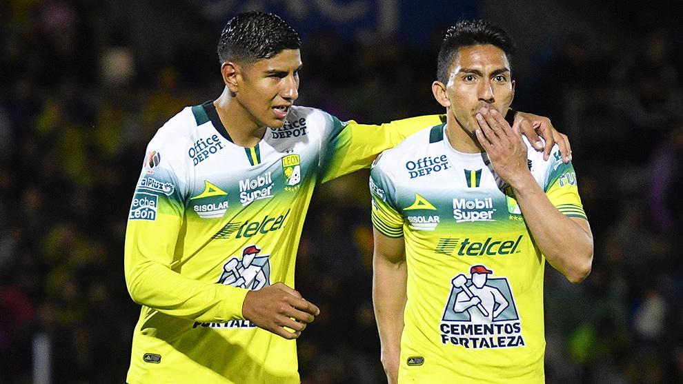 Mena celebrando un gol ante Juárez