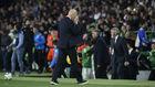 Zidane, cabizbajo al final del partido contra el Betis.